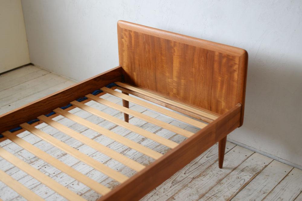 北欧ビンテージ,北欧インテリア,ベッド,ベッドルームインテリア